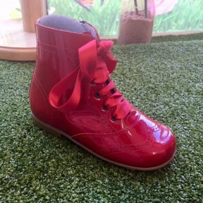 Red patent leather girls boot with side zip and front lace fastening. Satin ribbon lace as well as alternative standard red boot lace included. Soft leather padded insole for comfort.