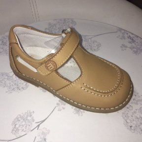 Andanines boys leather tan velcro buckle shoes