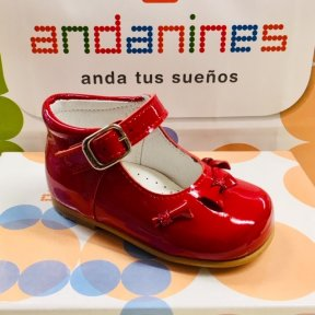 381f77c2b970 Details Red patent leather girls shoe. High-back