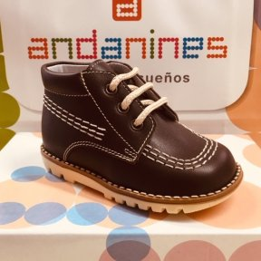 Andanines boys chocolate brown leather boots. Cream stitching embellishment with matching cream laces. Soft leather insole and lining.