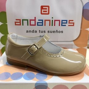 Andanines camel patent leather girls shoes. Scallop edged with a silver buckle fastening. Soft leather insole and lining.