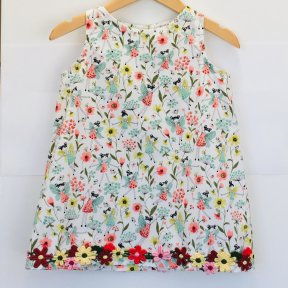 Floc little girls floral patterned dress, flower detail at hem, button fastening down the back SS19 367538