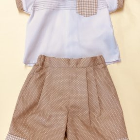 Pretty Originals 2 piece white and camel spotted shorts and shirt set